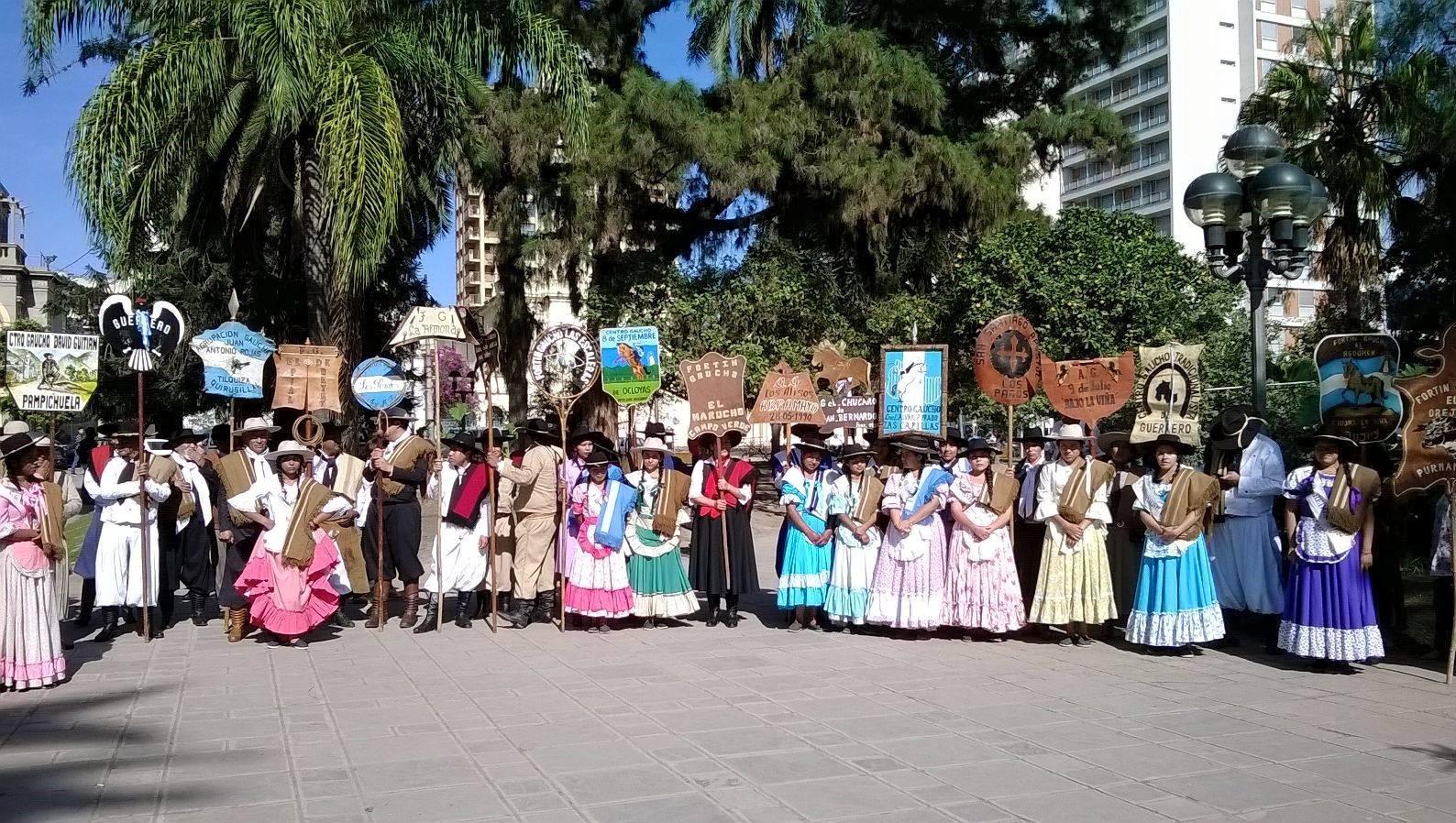 Empezó la Celebración provincial de la Tradición con la tradicional peregrinación gaucha
