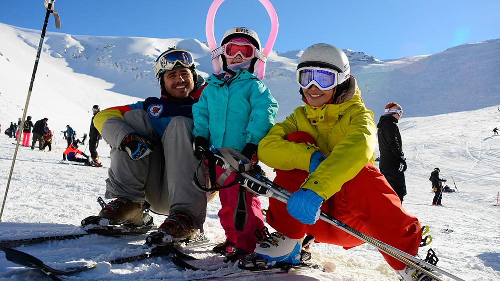 El fervor por el esquí en la Hoya reúne a dos mil visitantes al día
