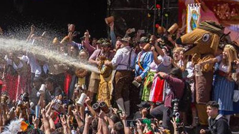 La cerveza reina otra vez en Villa General Belgrano con la apertura del Oktoberfest dos mil diecisiete