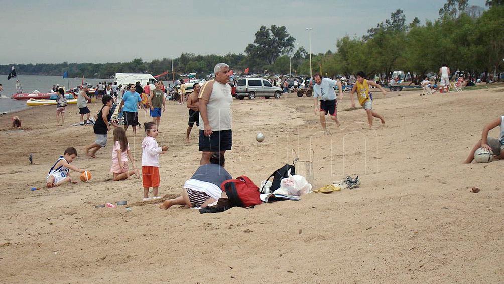 Las playas sobre el río Uruguay, el primordial atrayente de Colón para el verano