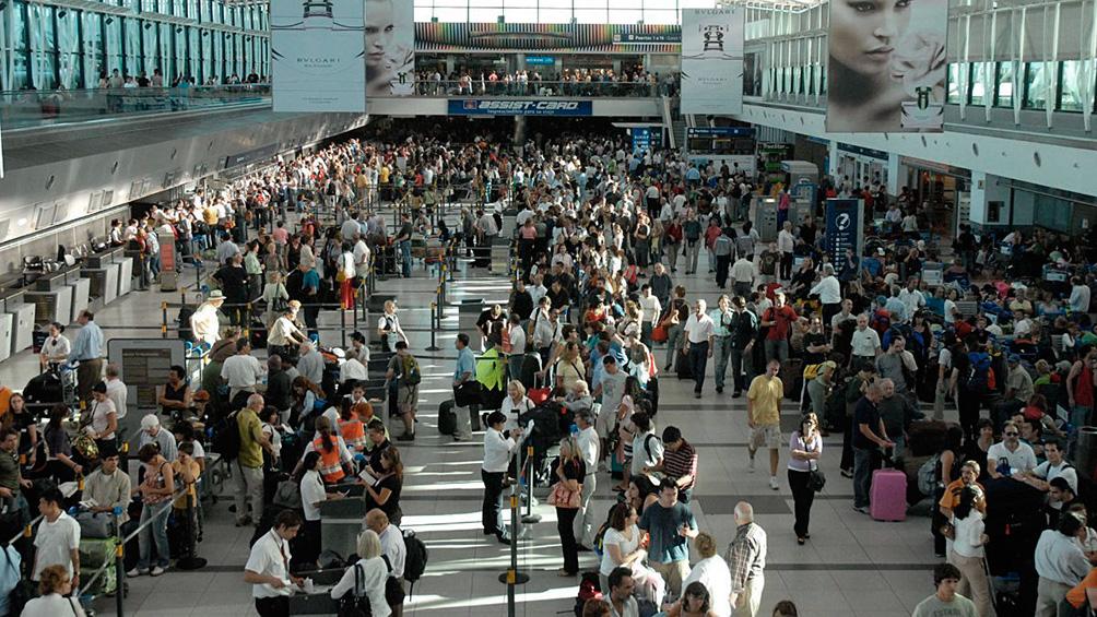Medró seis con ocho por ciento  el arribo por aeroplano de turistas extranjeros