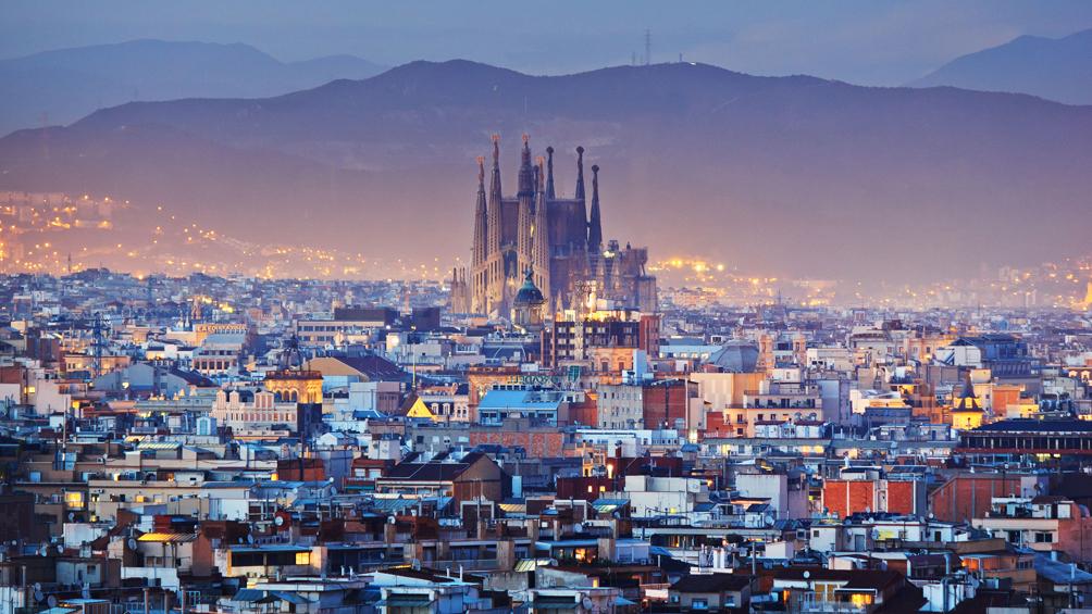 El turismo extranjero produjo ingresos por unos ochenta y cinco mil millones de euros en dos mil dieciocho