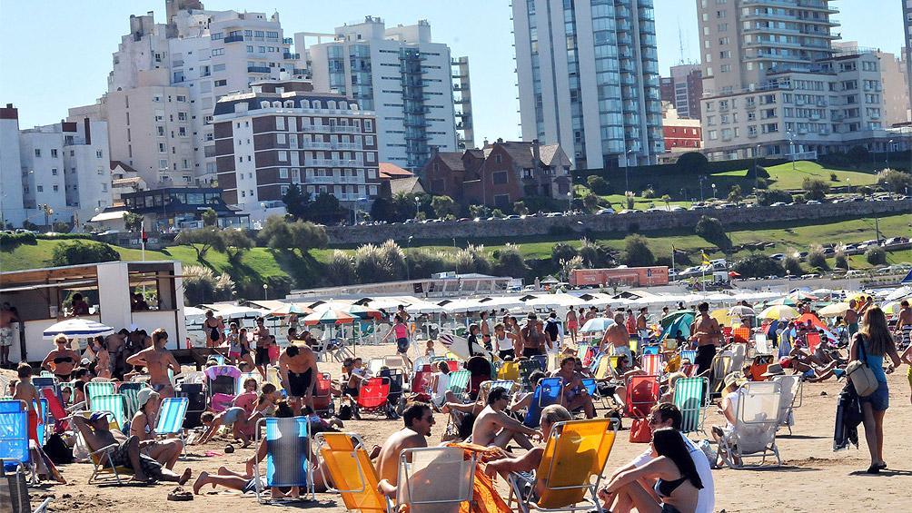 Mar del Plata: prácticamente seiscientos veinte turistas y ocupación promedio del sesenta y dos por ciento  en la primera quincena