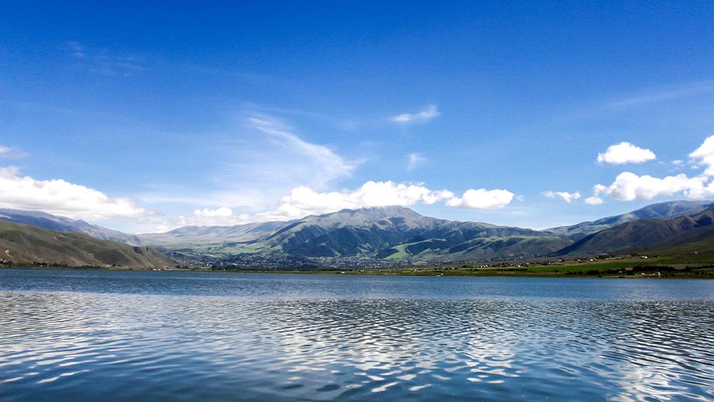 Tafí del Val relumbra entre los picos del Aconquija y las cimas calchaquíes