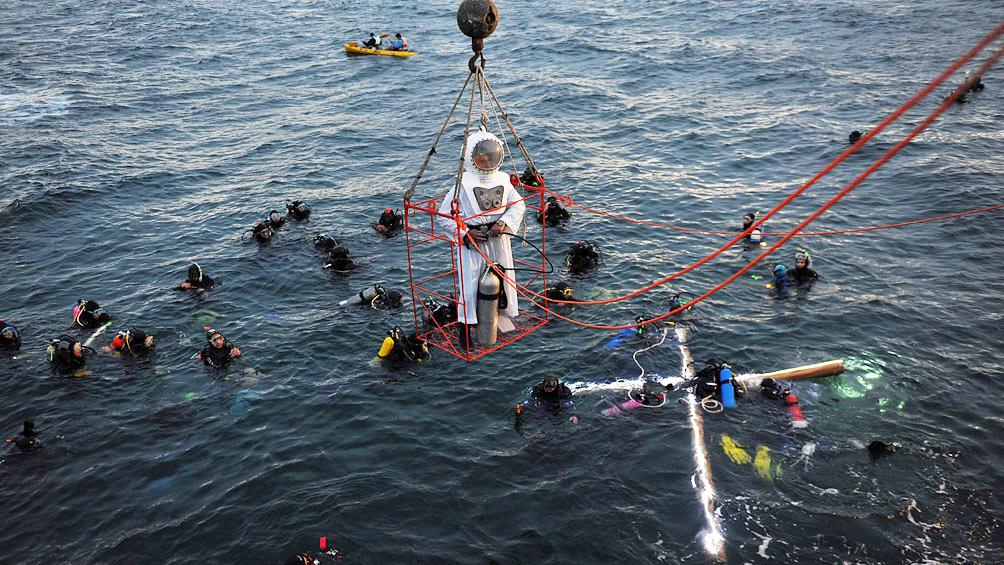 Más de seis mil personas y doscientos buzos participaron en el Vía Crucis Submarino